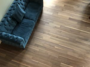Blue couch on flooring | Direct Carpet Unlimited